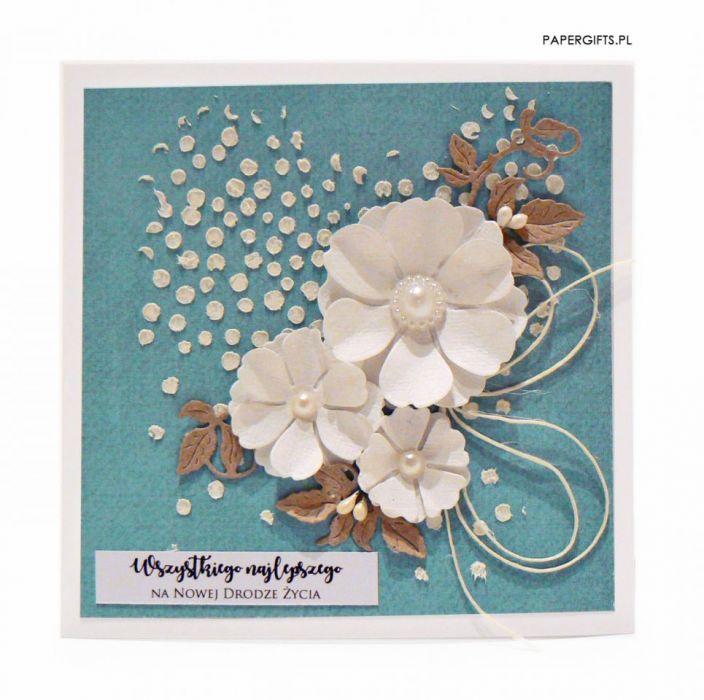 Kartka ślubna białe kwiaty na morskim tle