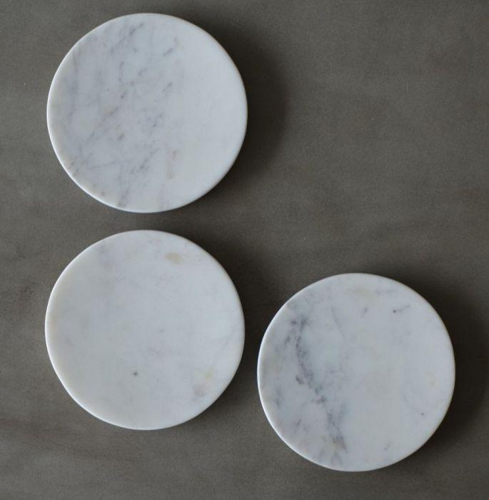 Podstawka z marmuru Bianco Carrara komplet