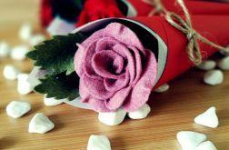 Róża z filcu w rożku - ciemny róż