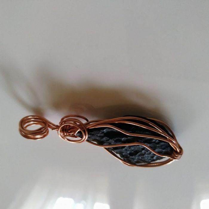Wisiorek z naturalnego meteorytu i miedzi - wisiorek z naturalnego tektytu indochit