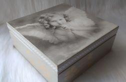 szkatułka-pamiątka I Komunii Św. z aniołkiem