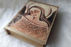szkatułka-księga z aniołem dobroci