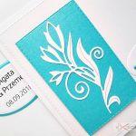 Kartka W DNIU ŚLUBU biało-turkusowa #1 - Biało-turkusowa kartka na ślub w ozdobionej kopercie