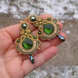 Beżowo-zielone Kolczyki sutasz