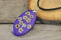 Wisior z żywicy i kwiatów tawuły fioletowy
