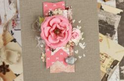 Pamiętnik z różowym kwiatem