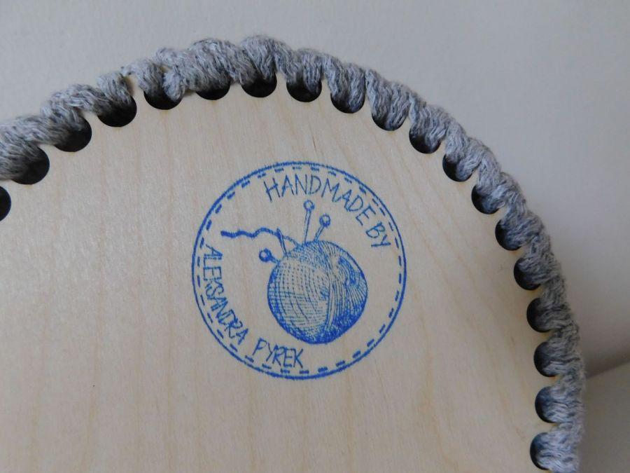 Szary koszyk z drewnianym dnem - Ręcznie wykonany