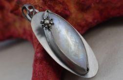 Kamień księżycowy srebrny kwiatek