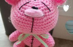 Słodki, różowy szydełkowy MIŚ