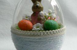 Jajko 3D z zając w różowym ubraniu