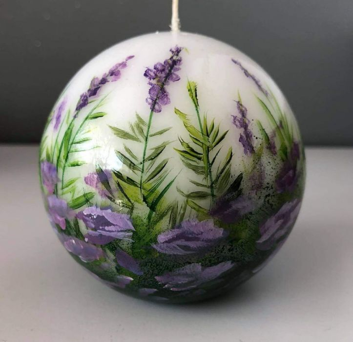 Świeca w kształcie kuli-fioletowa łączka