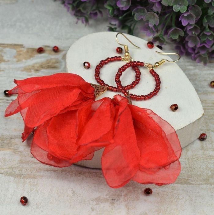 Zwiewne, czerwone kolczyki kwiaty -