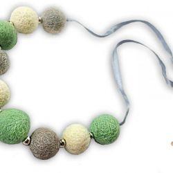 Korale z filcu biało szaro miętowe