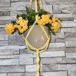 Żółty makramowy kwietnik - pleciony kwietnik