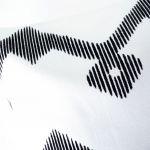 Poszewka HOMEDECOR biała zygzak - Zbliżenie na wzór i strukturę tkaniny