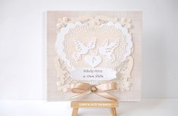 Beżowa kartka ślubna z gołąbkami