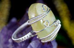 Prehnit srebrny pierścionek z prehnitem.