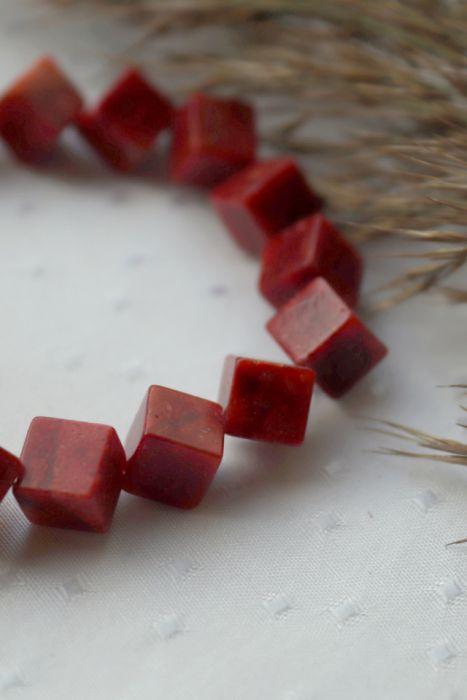 Bransoletka z kostek korala czerwonego - Bransoletka czerwona na rękę