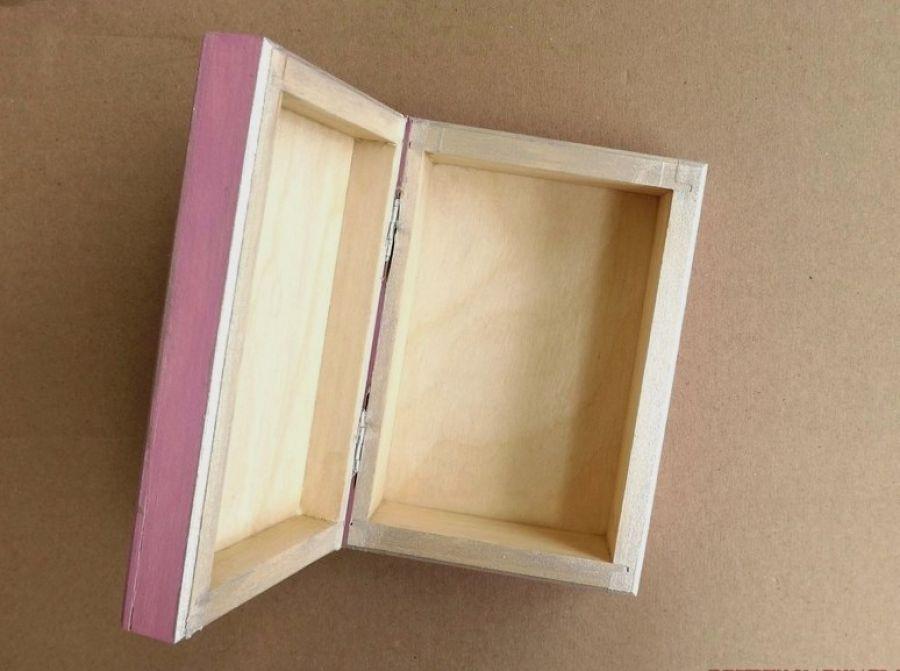 Pudełko malowane śr. - Kot w jasnym różu - wnętrze