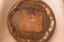 Metalowa taca ze złoceniami