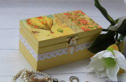 Dwukomorowa szkatułka z koronką