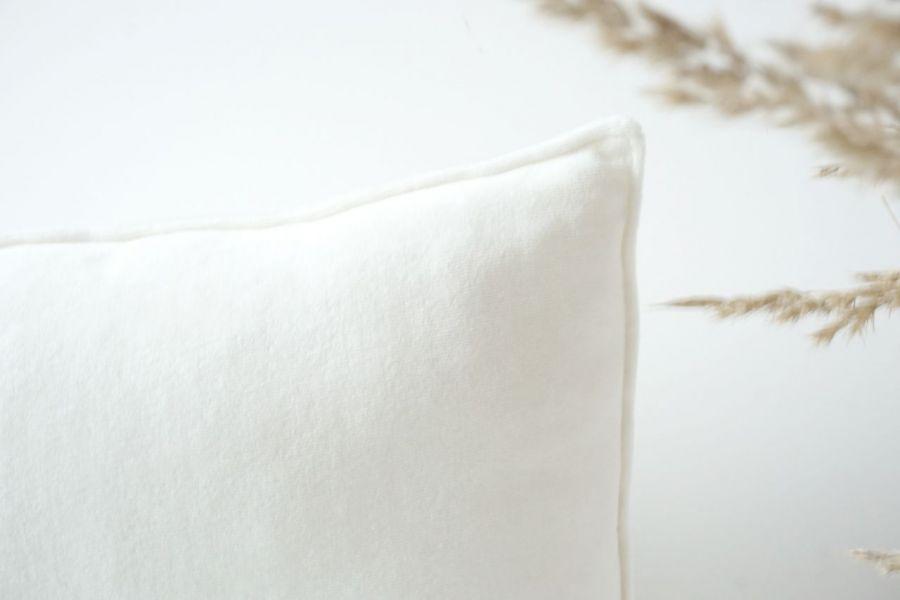 Poduszka welurowa śmietanka 30x50 cm