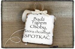 Tabliczka z napisem, ~Bądź typem osoby....~