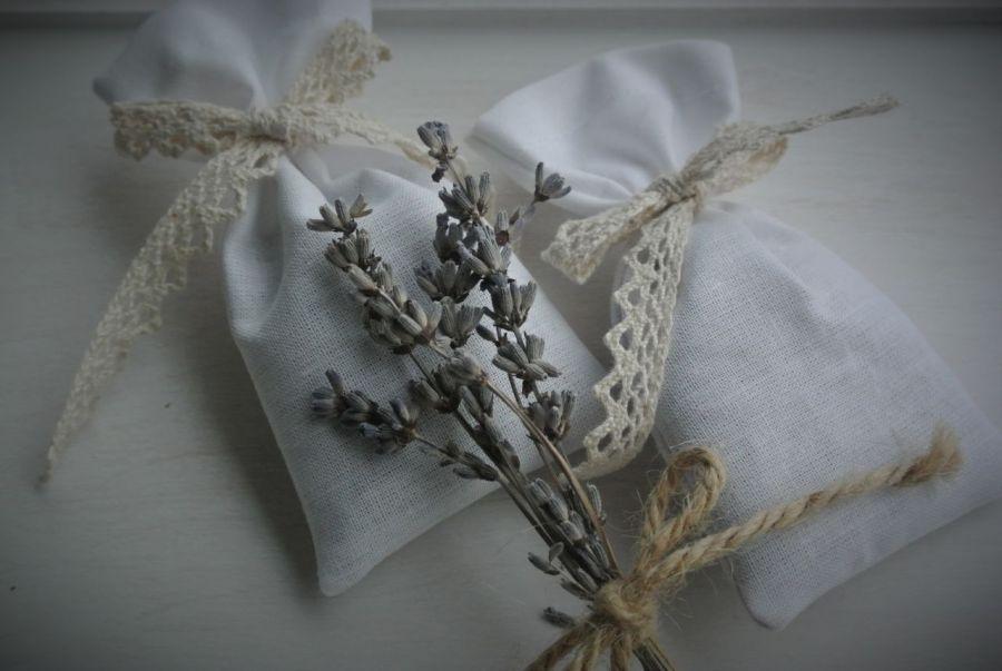 Lawendowy woreczek z koronką