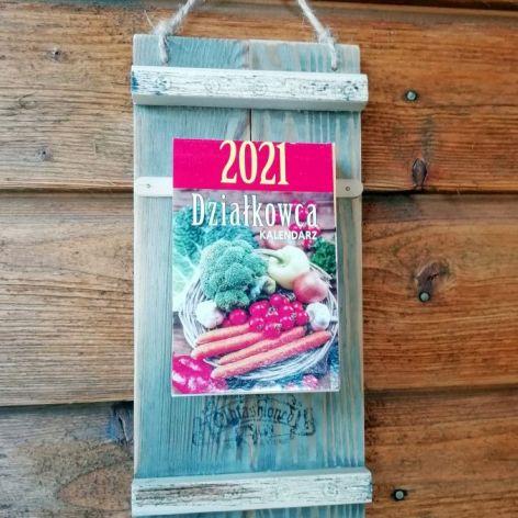 eko zdobiona deska z kalendarzem