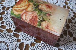 Kuferek decoupage - kwiatki
