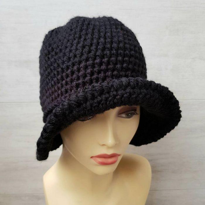 Czarny kapelusz w stylu art deco, robiony szydełkiem - art deco stl