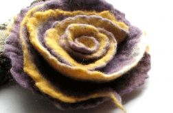 Broszka kwiat ,filcowany