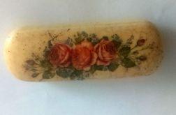 Etui z różyczkami