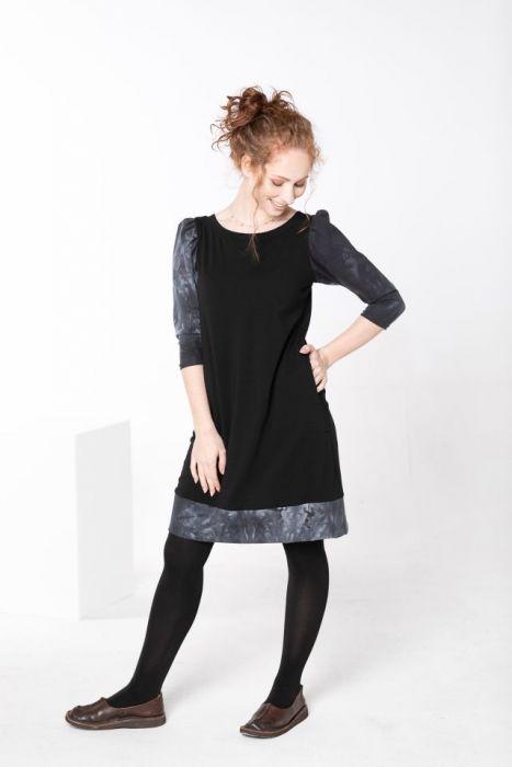 Sukienka czarna z marszczonymi rękawami - sukienka koktajlowa