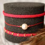 Komplet czerwonych bransoletek plecionych - Bransoletka z perłą na sznureczku