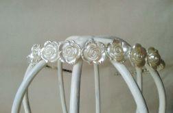 Opaska z perłowymi różyczkami