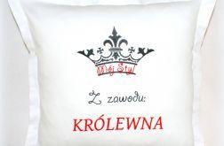 Poduszka haftowana 40/40 KRÓLEWNA satyna