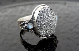 Pierścionek srebrny z druzą agatu