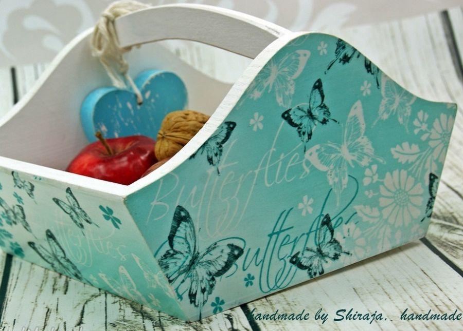 drewniany koszyk- motyle