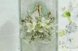 Kartka ślubna z młodą parą z pudełkiem