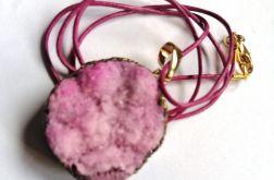 Kwarc tytanowy, różowy pastelowy wisiorek