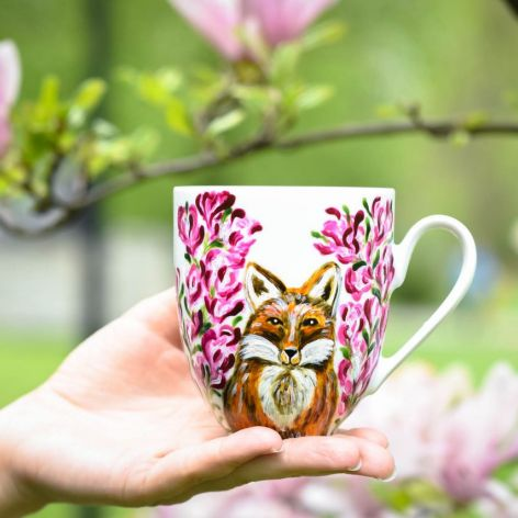 Kubek lis w magnoliach