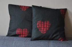 Komplet 2 poszewek - czerwone serca na czarnym tle