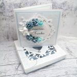 Kartka na chrzest aniołek w pudełku CHS 033  - Kartka na chrzest z aniołkiem w pudełku niebieska