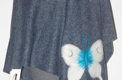 Ponczo wełną zdobione motylki
