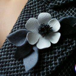 Jesienna / zimowa broszka kwiat anemona - skóra naturalna
