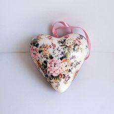 Serce styropianowew kwiatach