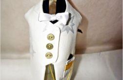 Elegancki biały garniturek na butelkę