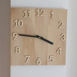 Ekskluzywny klonowy zegar.