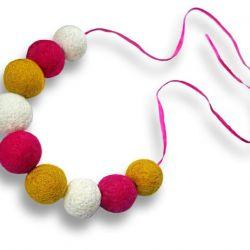 Korale z filcu biało żółto różowe
